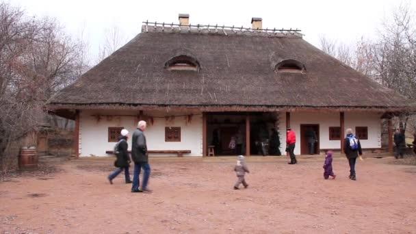 Ukrajinská taverna s doškovou střechou