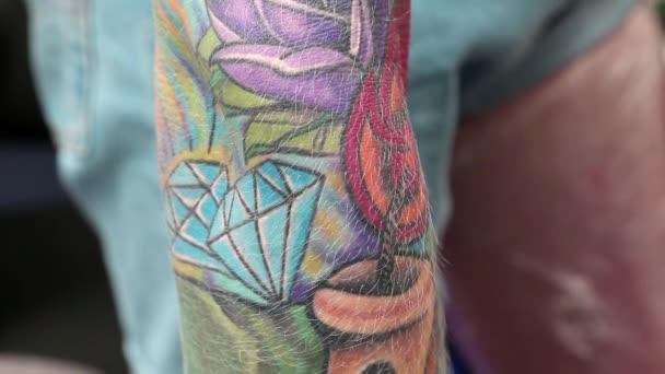tetoválás a karján