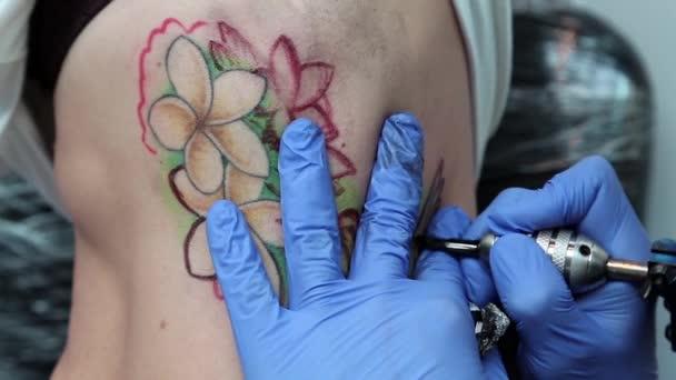 nő, hogy egy tetoválás