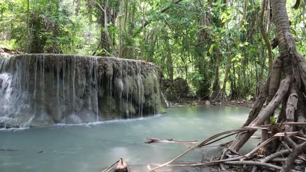 vodopádu Erawan v Thajsku