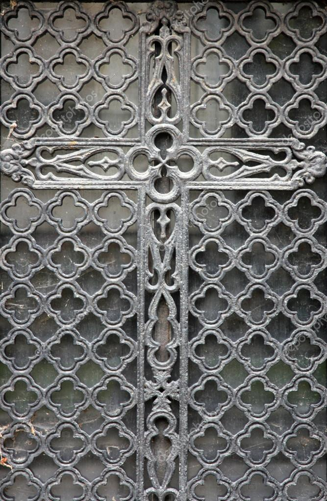 Beautiful ex&le of an ornate Paris tomb door in the Pere Lachaise cemetery. \u2014 Photo by zatletic & Ornate tomb door \u2014 Stock Photo © zatletic #18085351