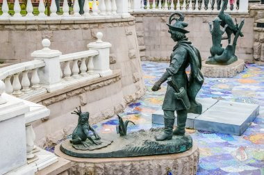 Ivan Tsarevitch and Princess Frog sculpture