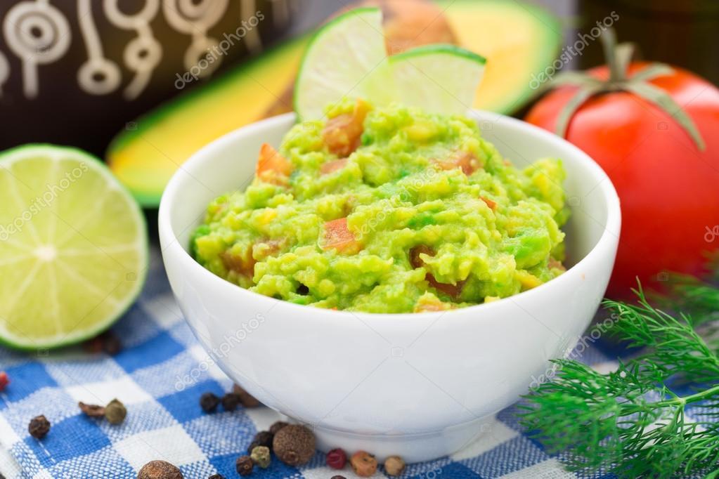 Guacamole Mit Tomaten Avocado Limette Stockfoto Vankad 39645933