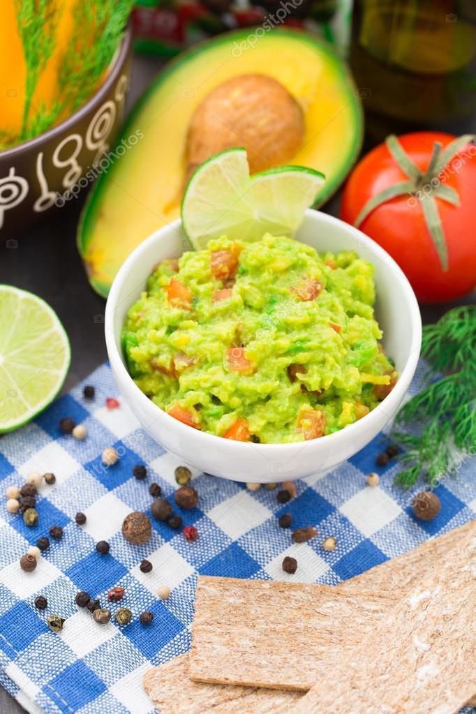 Guacamole Mit Tomaten Avocado Limette Stockfoto Vankad 39891251