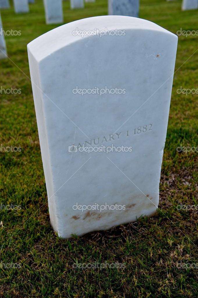 Белый мрамор надгробие Лампадка из лезниковского гранита Юго-Западная