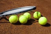 Photo Tennis racket with tennis ball
