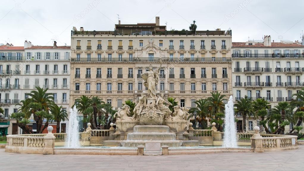 Фотообои Fountain of Liberty square in Toulon
