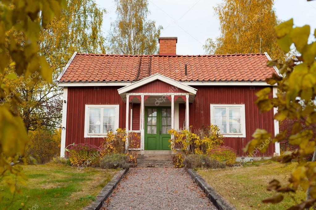 Schattig Zweeds Huisje : Rode houten huisje in zweden u stockfoto almgren