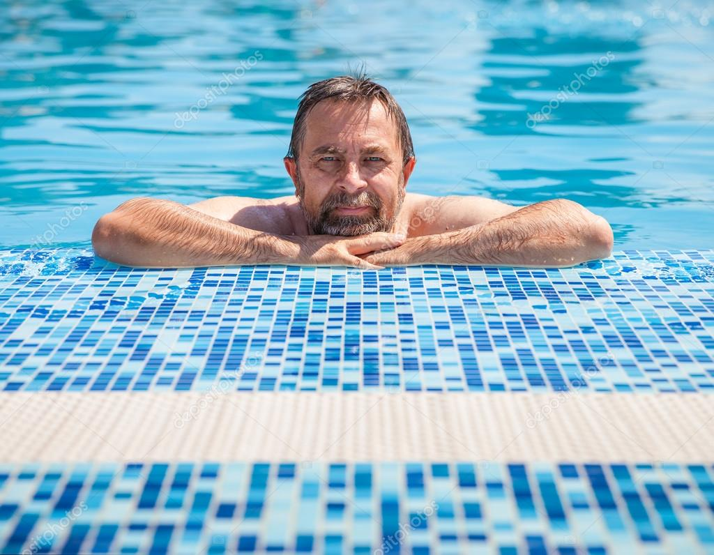 Мужчины в бассейне фото фото 348-933
