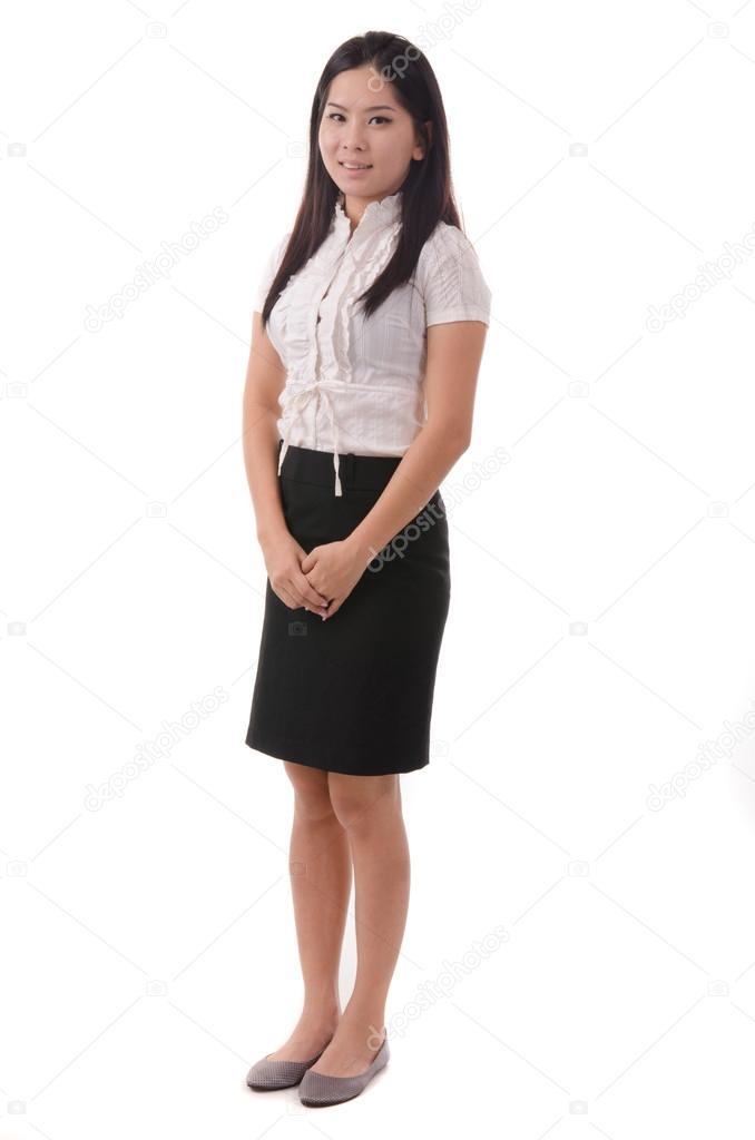 Девушка в белом в полный рост