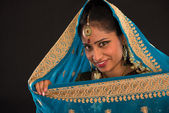 mladé Jižní indické ženy v tradičních sari šaty