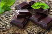 Fotografia pezzi di cioccolato scuri