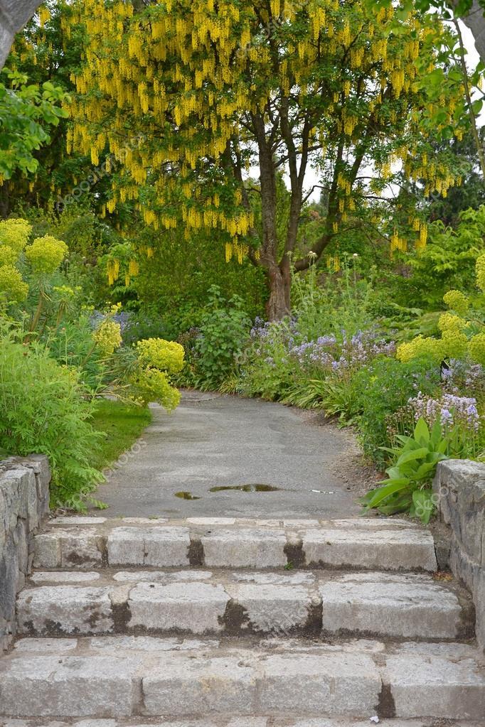 Scale per giardino foto stock montana 25522677 - Scale per giardini ...