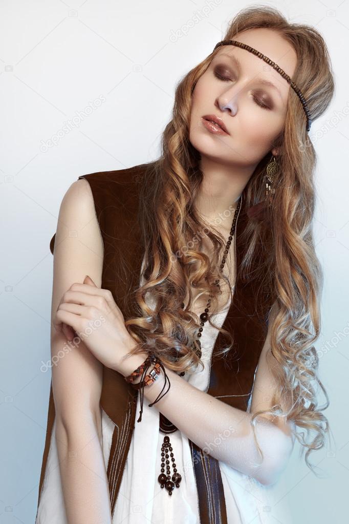Peinados Pelo Largo Naturales Mujer Bohemia En Ropa De Primavera Y
