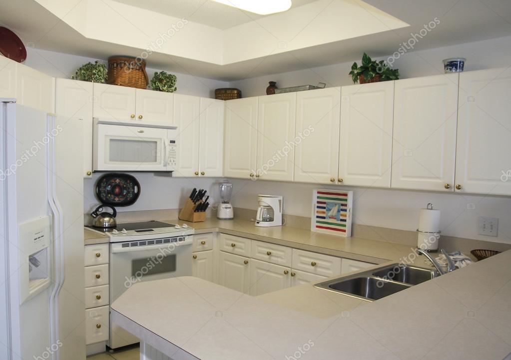 Mooie Witte Keuken : Mooie witte keuken met heel veel lichtinval interieur inrichting