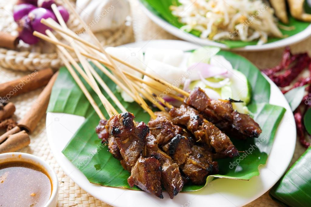 a description of malasyan food satay Malaysian malay food is the most commonly available as they are after all, the biggest race in malaysia originating from indonesia, traders from across the world have influenced the malaysian style of malay cooking.