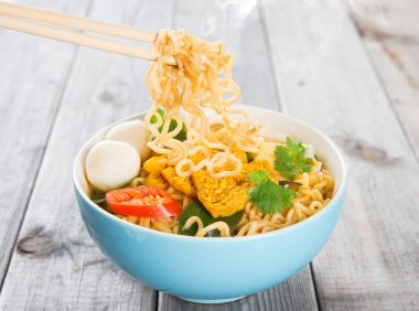Hot and spicy curry instant noodles