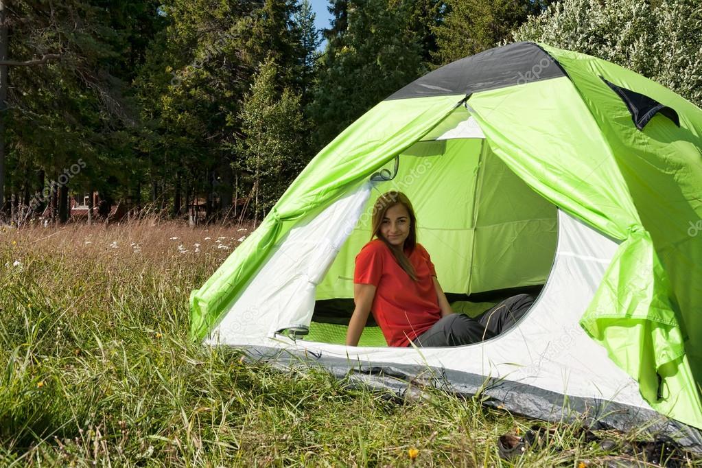 Лес палатка девушка фото 294-416