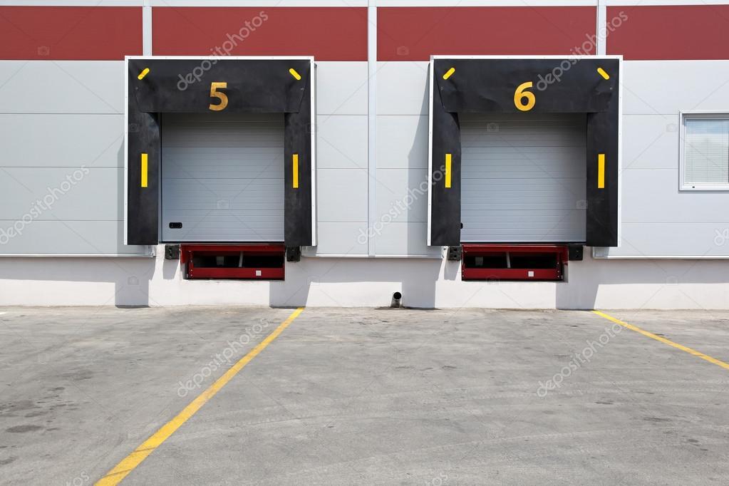 Las puertas del muelle fotos de stock baloncici 20170063 - Muelle para puertas ...