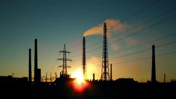 Elektrizitätswerk bei einem Sonnenuntergang