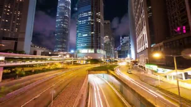 jízdní provoz v hong kong v noci, timelapse v pohybu
