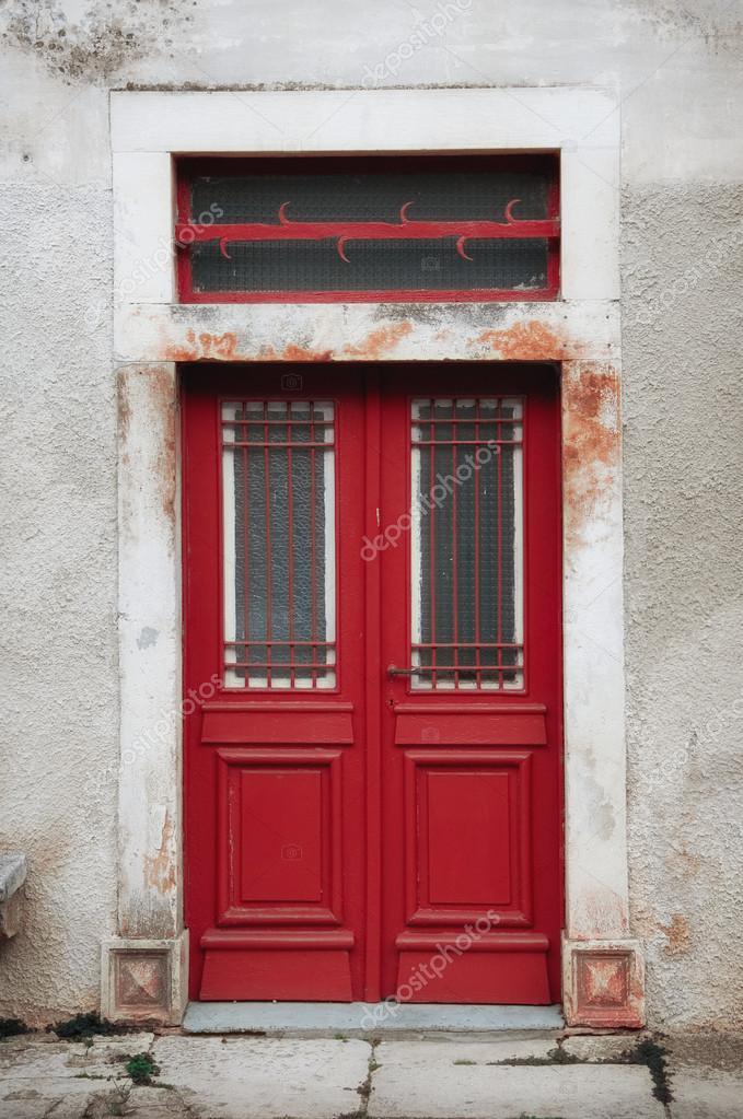 Puertas vintage rojas foto de stock gpimages 48270987 for Puertas vintage