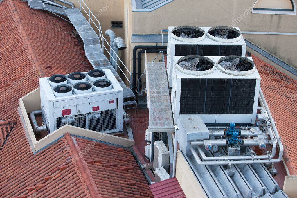 syst mes de climatisation sur un toit d 39 immeuble photographie rognar 46150945. Black Bedroom Furniture Sets. Home Design Ideas