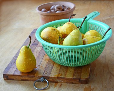 Pears and walnuts on a table