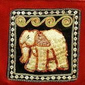 Applique raffigurante un elefante
