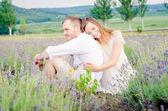 Fényképek boldog, fiatal pár, szórakozás