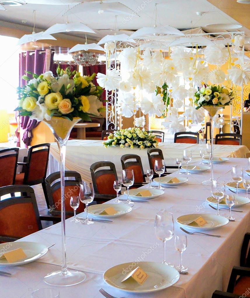 Mesas Decoradas Con Flores Fotos De Stock Saksoni 32384457