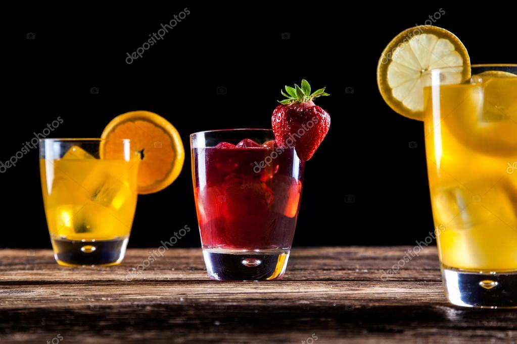 frische leckere Getränke — Stockfoto © BrunoWeltmann #49473355