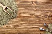 háttér - yerba mate és egy fából készült asztal bombilla