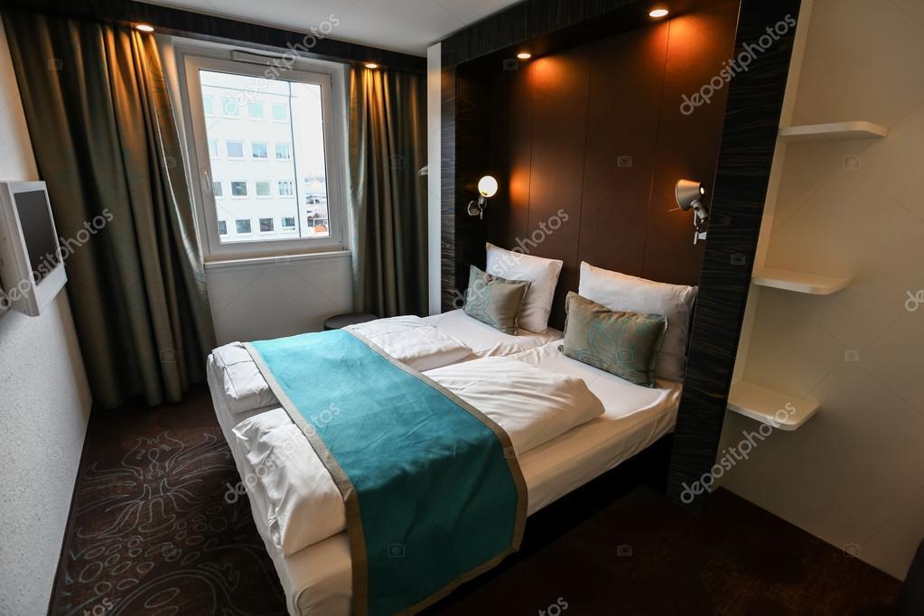 de la chambre d'hôtel moderne de luxe — photo #28815123
