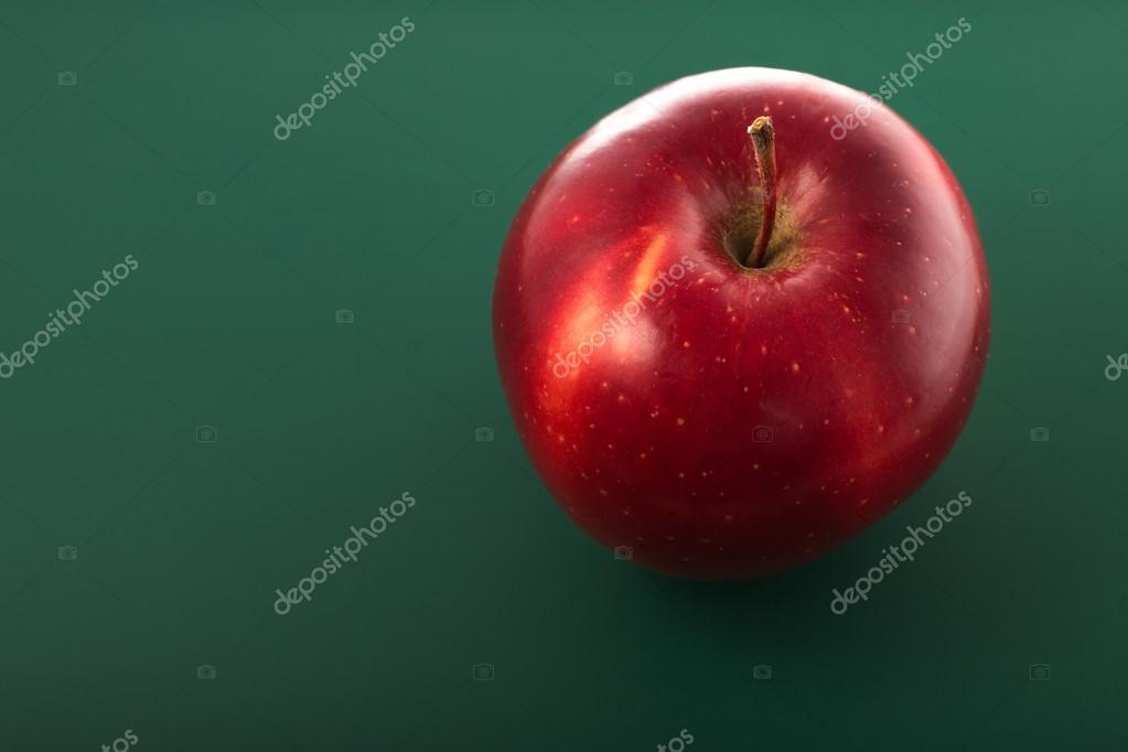 Apple Isolato Su Sfondo Verde Foto Stock Valio84sl 38528103