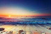 Fényképek napkelte felett tenger