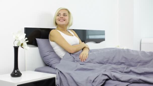 žena ležela v posteli