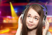 dívka v sluchátka na disco