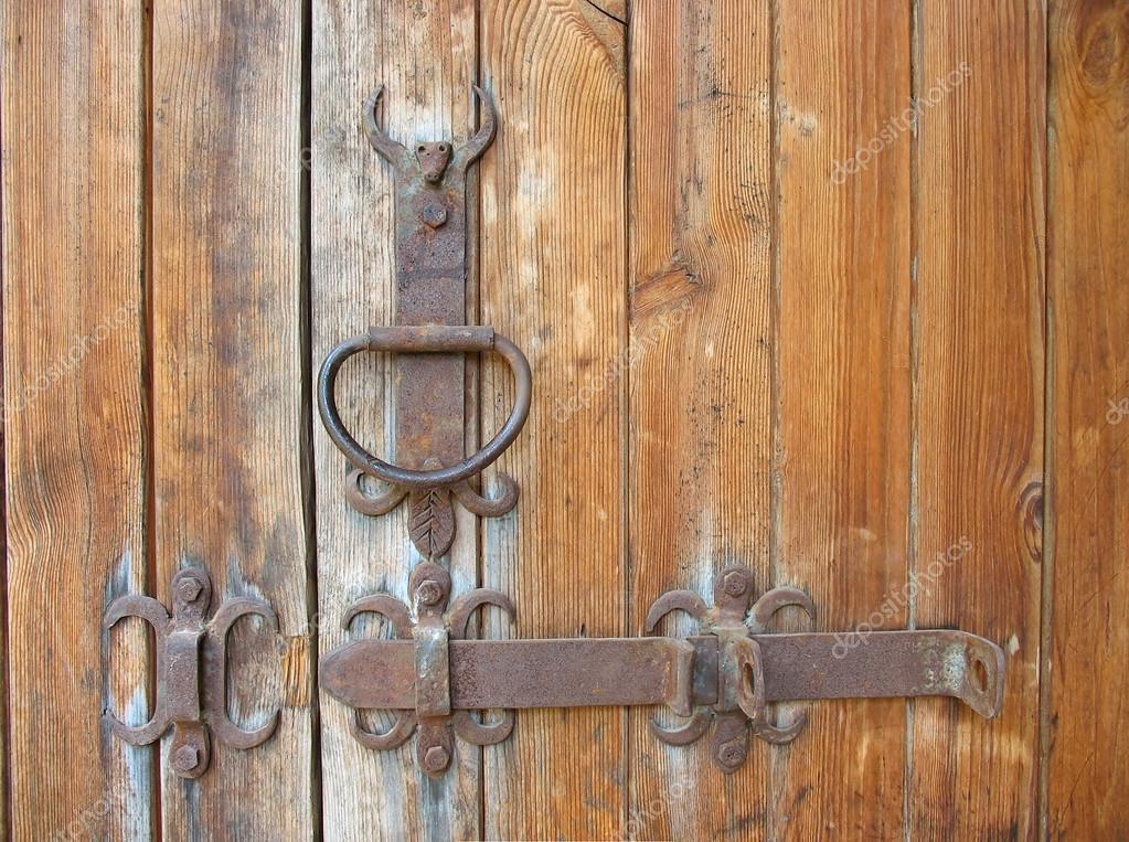 R stico detalhe met lico de porta de madeira antiga - Como hacer una puerta rustica ...