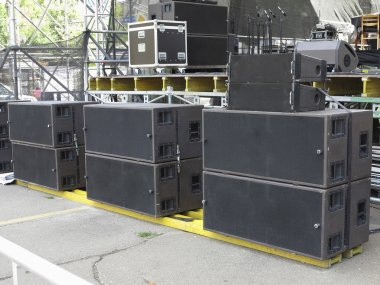 Powerfull concerto audio speakers ,amplifiers ,spotlights, stage