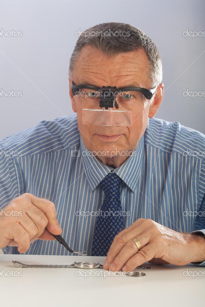 ae2faded21b46 relojoeiro com óculos — Stock Photo © DWiedemann  23442208