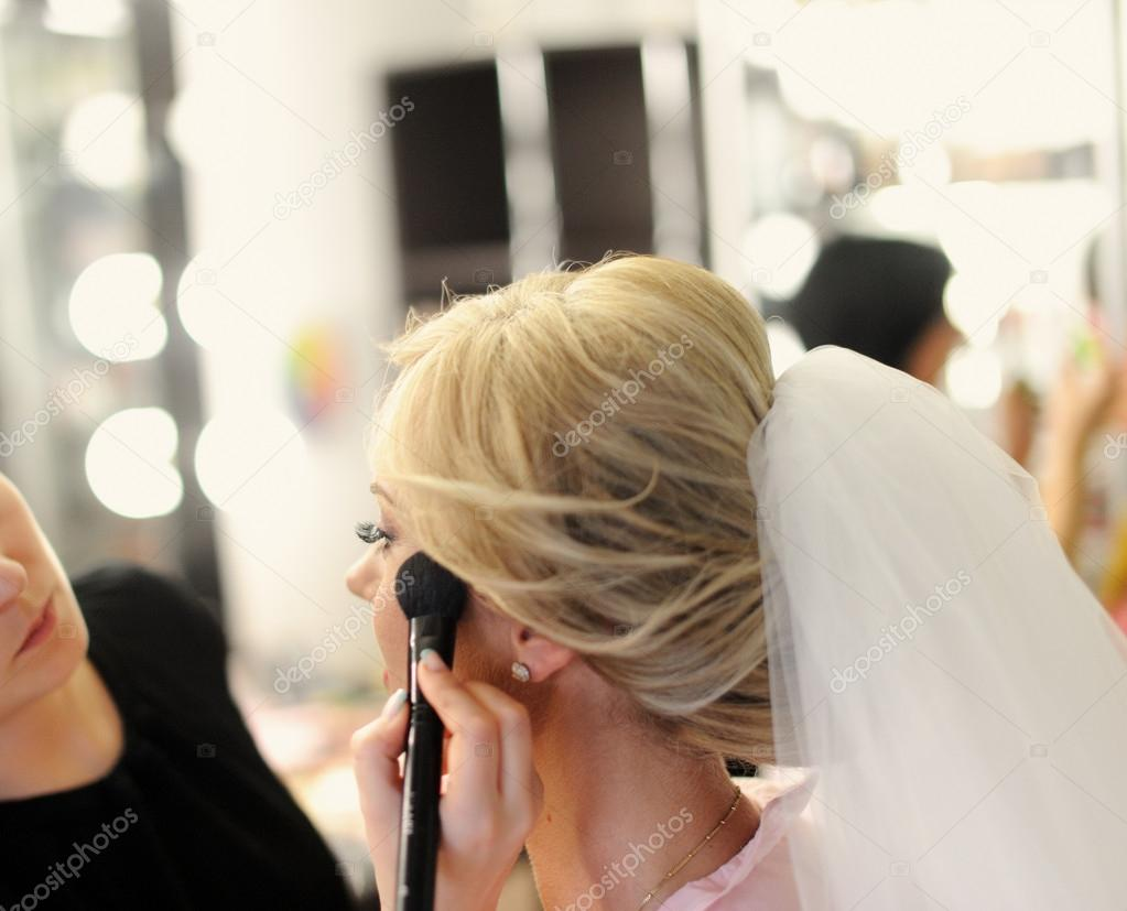 Makeup for bride on the wedding day