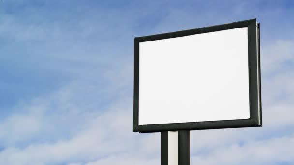 Tom billboard över molnet timelapse