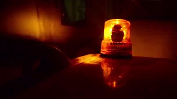 blikající maják. oranžový blikající a rotující světla na vozidlo podpory a služeb