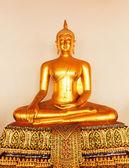 Buddha v chrámu