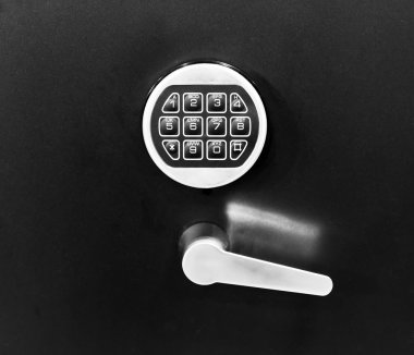 Electronic key system to lock doors