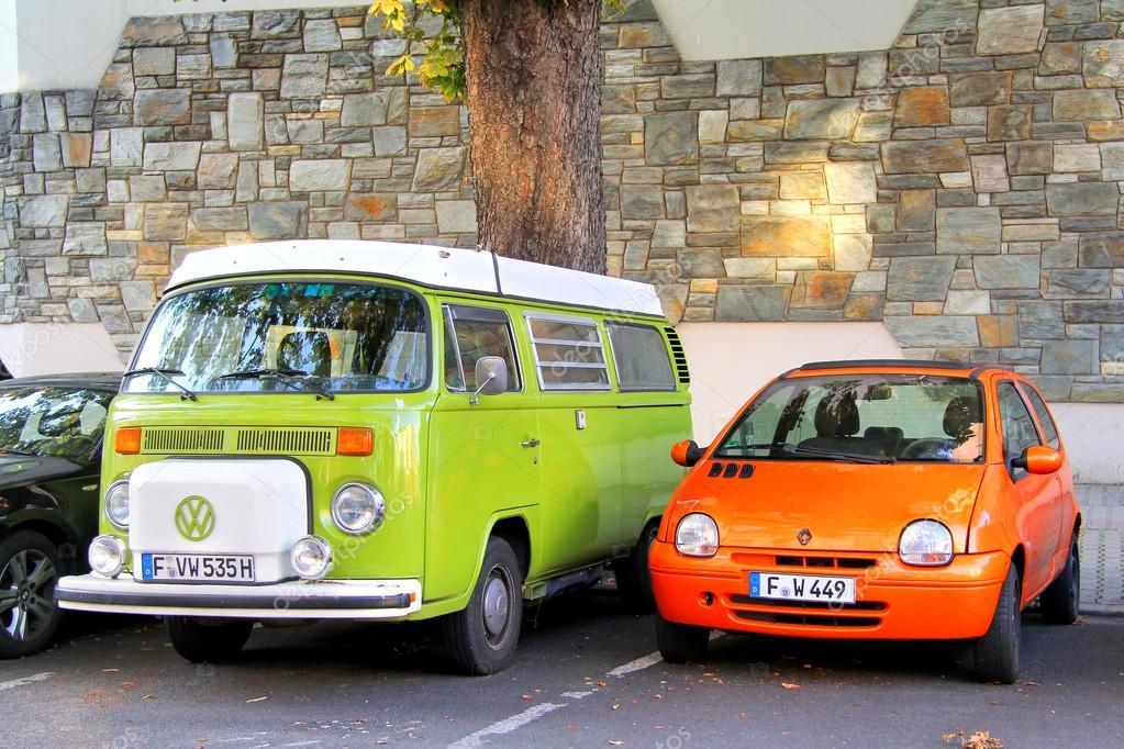 Volkswagen Transporter Ang Renault Twingo Stock Editorial