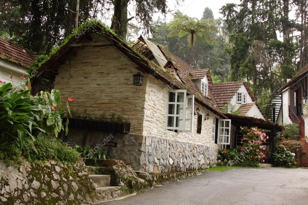 Accogliente cottage foto stock spectrelabs 28861233 for Piani di costruzione di cottage gratuiti
