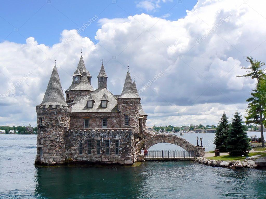 casa di potere sul lago ontario canada di bella giornata nuvolosa u foto di elenarts