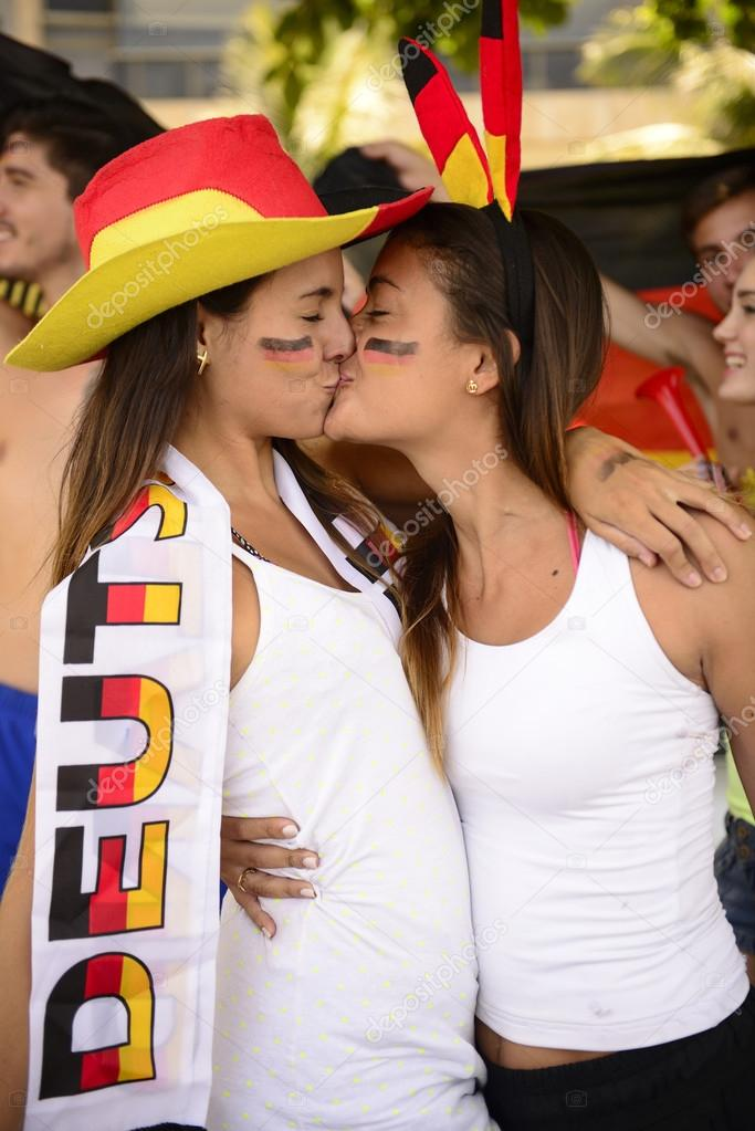 soccer fan dating site A free online dating & social networking site where singles with a passion for sports can meet whether you're a fan of football (us), baseball, basketball, hockey, racing, fishing, golf, soccer, tennis or others, sports passions is the site for you.